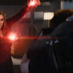 Wanda decide usar sus poderes contra Visión.