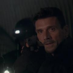 Rumlow descubre que Rogers y sus secuaces escaparon.