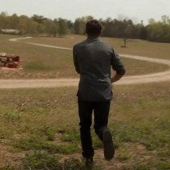 Barton corre a buscar a su familia.