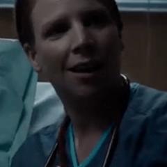 Brooke Jaye Taylor como Enfermera de Harold Hogan