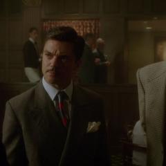 Stark conversa con Torrance.