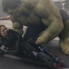 Romanoff es llevada al Helicarrier por Hulk.
