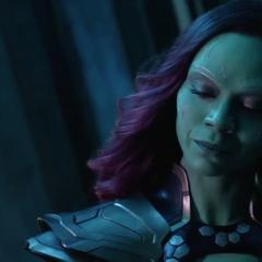 Gamora informa a Nebula de 2014 que deben reunirse con Thanos.