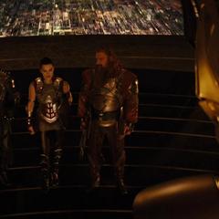 Hogun y los demás se reunen con Heimdall.