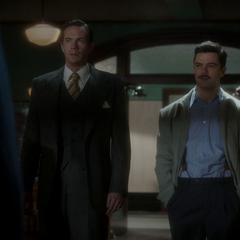 Stark llega con Jarvis a la oficina.