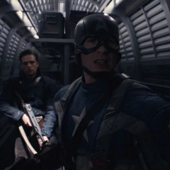 Rogers y Barnes entran al tren.