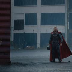 Thor encuentra a Foster en Londres.