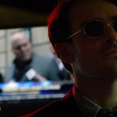 Murdock escucha las declaraciones de Fisk.