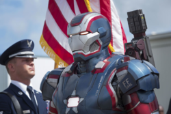 Rhodes como Iron Patriot