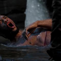 T'Challa ve como N'Jadaka mata a Zuri.