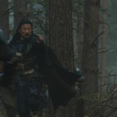 Hogun corriendo en el bosque de Vanaheim.