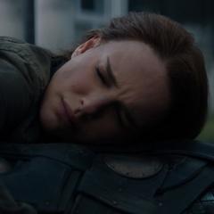 Foster abraza a Thor asumiendo que morirán juntos.
