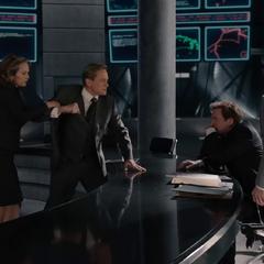 Pym golpea a Carson por burlarse del sacrificio de Janet.