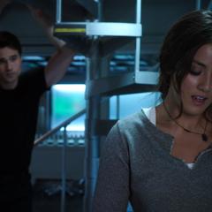 Skye le habla a Ward sobre su niñez y crianza.
