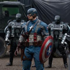 Rogers es rodeado por soldados de HDYRA.