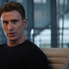 Rogers discute con Stark sobre los Acuerdos de Sokovia.