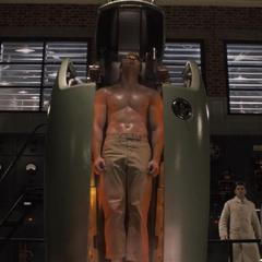 Rogers sale de la máquina transformado.
