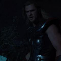 Thor interroga a Loki para conocer sus verdaderas intenciones.