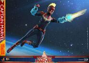 Captain Marvel Hot Toys 9