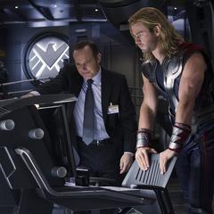 Thor se informa por Coulson del estado de Foster.