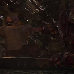 Thanos es inmovilizado por los Vengadores.