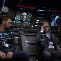 Coulson, Hunter y Fitz estudian a Strucker y List.