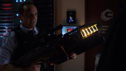 Coulson con arma prototipo de Destructor