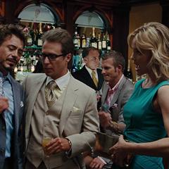 Everhart trata de entrevistar a Stark y Hammer.