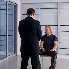 Thor es interrogado por Coulson.