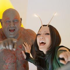 Mantis y Drax se burlan de Quill.