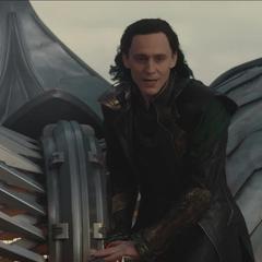 Loki dirige el esquife a un portal secreto.