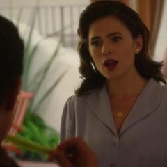 Carter trata de convencer a Stark.