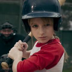 Danvers jugando béisbol.