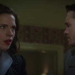 Carter y Thompson son informados del secuestro de Stark.