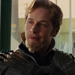 Fandral le informa a Thor que vinieron a buscarlo.
