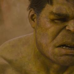 Hulk recupera la conciencia de sus acciones.