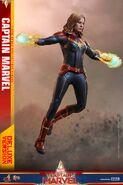 Captain Marvel Hot Toys 7