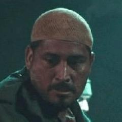 Ben Hernandez Bray como Terrorista de los Diez Anillos #1