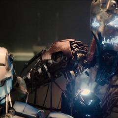 Ultrón critica las intenciones de los Vengadores.