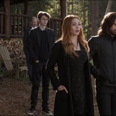 Maximoff asiste al funeral de Stark junto a Barnes y Wilson.