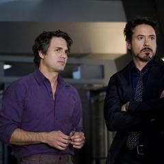 Stark y Banner antes de dirigirse al laboratorio.