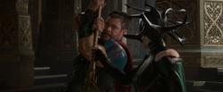 Thor confronta a Hela en el palacio