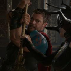 Thor y Hela luchan por Asgard.