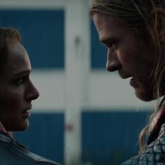 Thor se reúne con Foster en Londres.