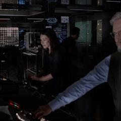 Pym y van Dyne se apresuran en apagar el túnel.