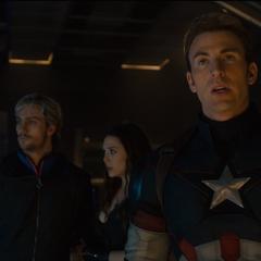 Rogers pidiéndole a Stark y Banner apagar el Arca.