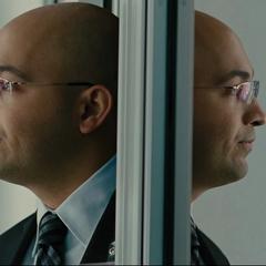 Sitwell llama a Coulson durante el interrogatorio.