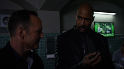 Agents-Of-SHIELD-4.01-The-Ghost-–-exploding-pen