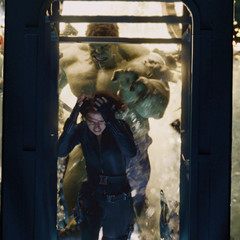 Romanoff es perseguida por Hulk.
