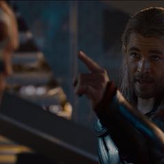 Thor explica los orígenes de Visión.